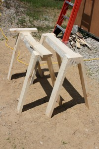 Simple sawhorse design for storing canoes