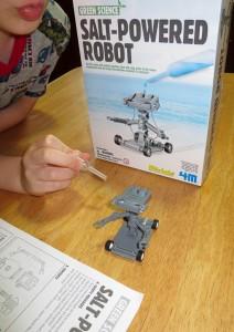 Salt Water Powered Robot Kit-7763