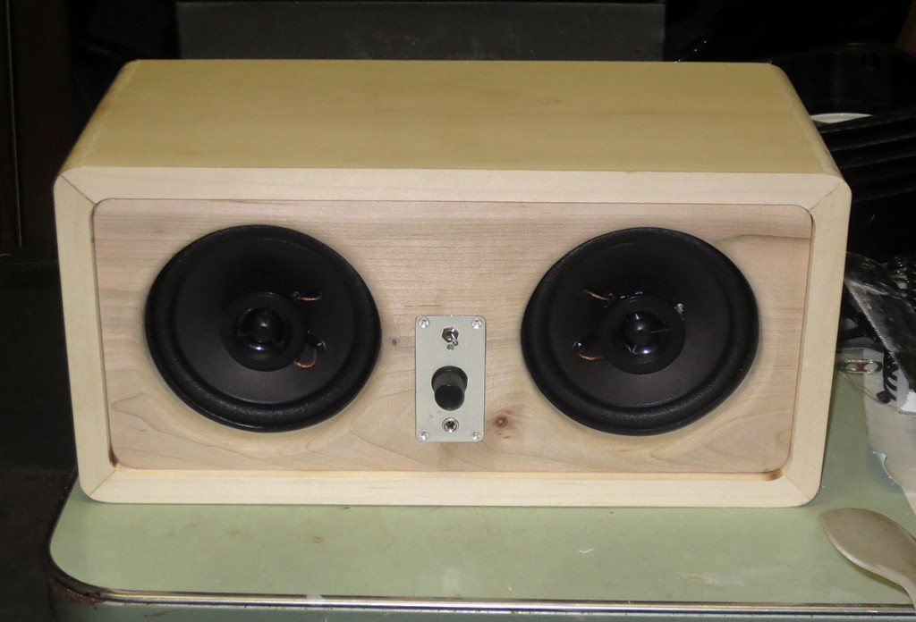 Maple desktop powered speaker system